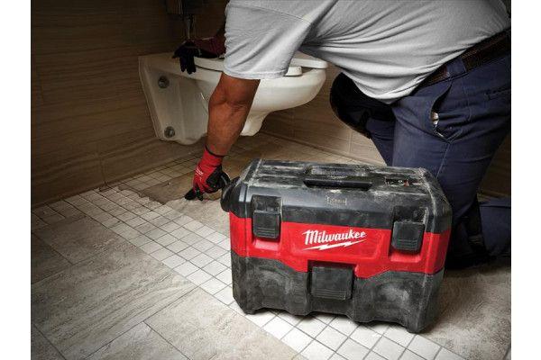 Milwaukee M18 VC2-0 Wet/Dry Vacuum